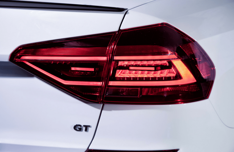 2018 Volkswagen Passat GT's LED lighting