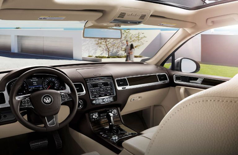 2017 Volkswagen Touareg Orange County CA Interior and Technology