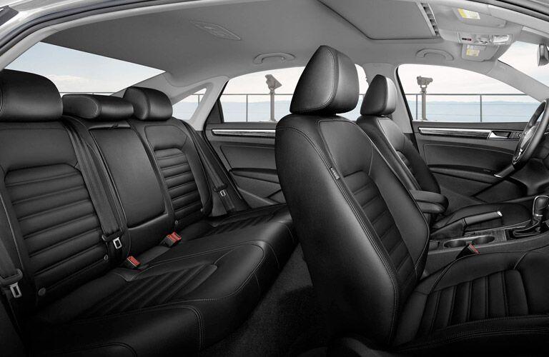 2017 Volkswagen Passat vs 2017 Toyota Camry Interior