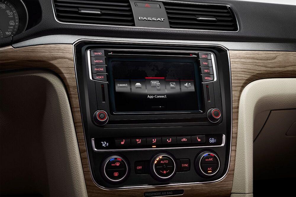 2018 Volkswagen Passat Technology