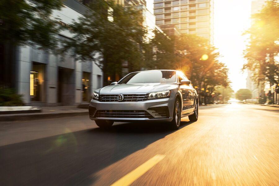 Jetta Vs Passat >> 2019 Volkswagen Jetta Vs 2019 Volkswagen Passat Norm Reeves Vw Irvine