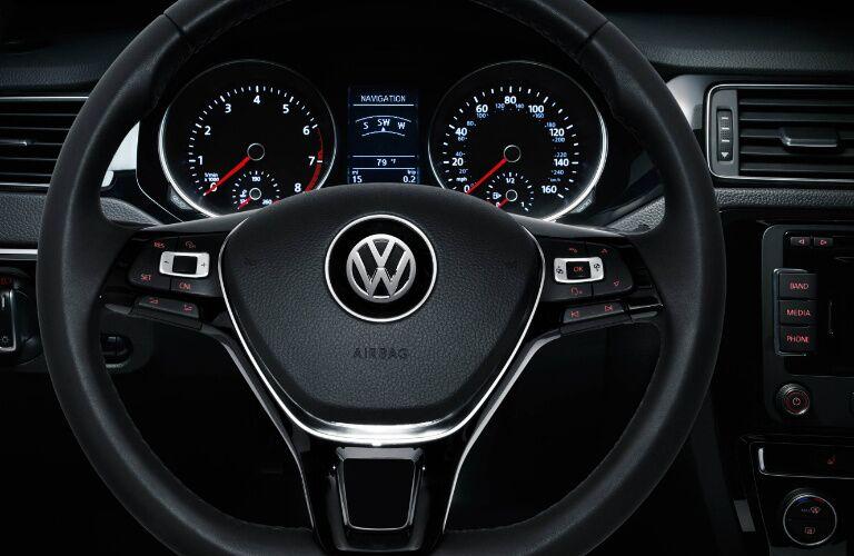 2016 Volkswagen Jetta vs 2016 Honda Civic Dashboard