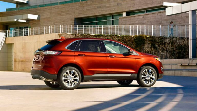 The 2015 Ford Edge vs 2015 Chevy Traverse is a fun comparison because they are so similar.