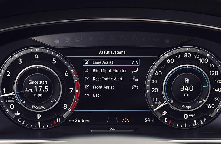 Center gauge cluster and digital display of Volkswagen Tiguan