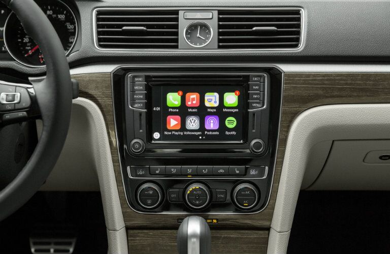 2016 Volkswagen Passat Apple CarPlay