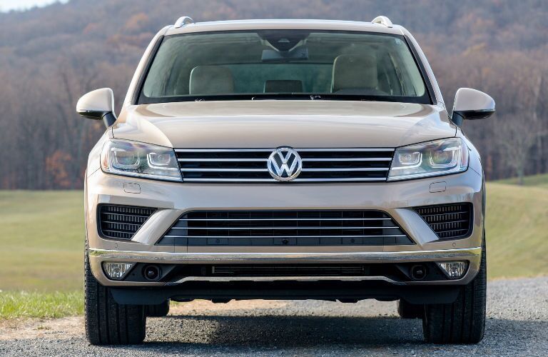 Front End 2016 Volkswagen Touareg Grille
