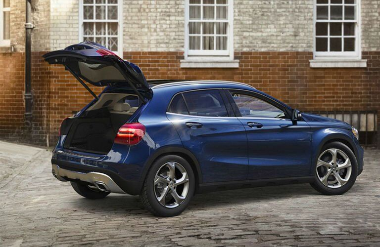 2018 Mercedes-Benz GLA trunk space