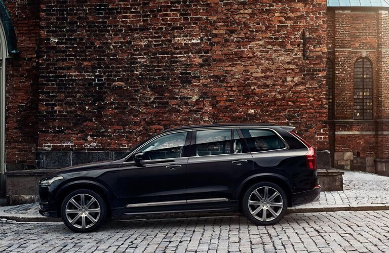 Black 2019 Volvo XC90 Side Exterior in an Alley