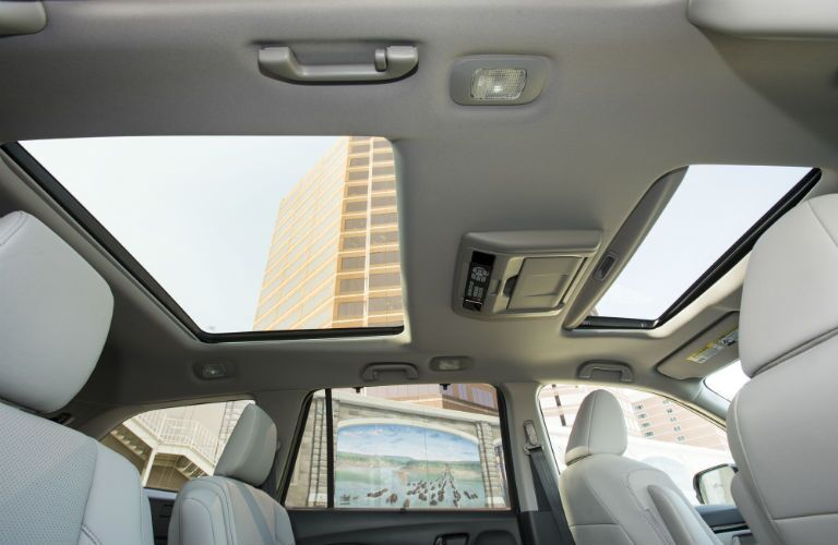 dual moonroof inside the 2018 Honda Pilot