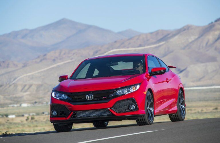 2017 Honda Civic Si with the mountains in the background