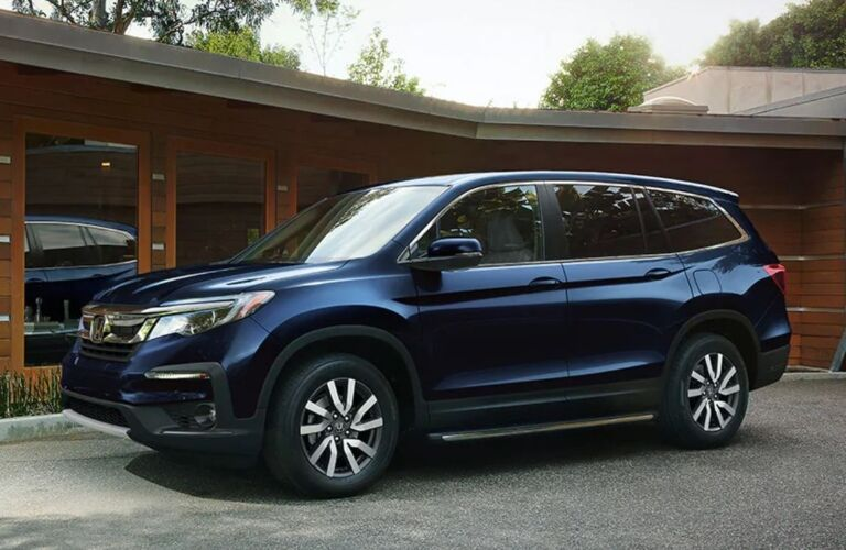 Side view of a dark blue 2020 Honda Pilot