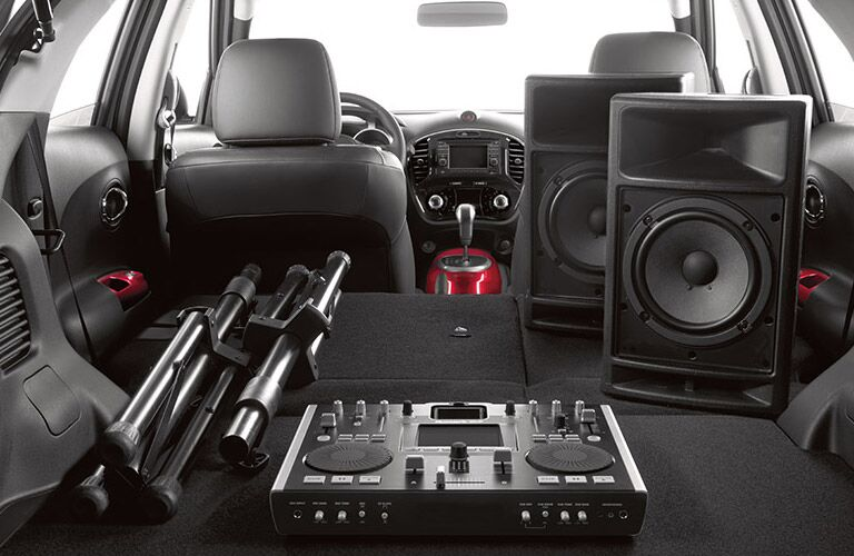 2016 Nissan Juke Rome interior cargo storage red accents