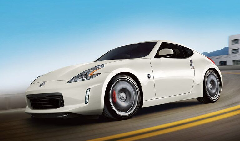 Nissan 370Z buring up the roads
