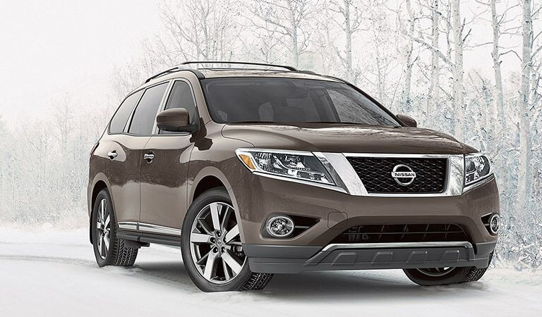 The Nissan Pathfinder grey, on snow