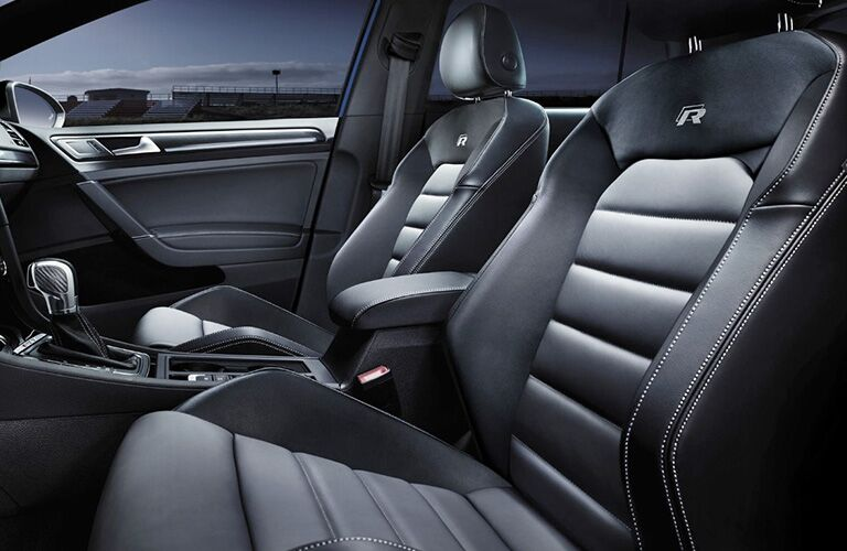 Side view of the front seats in the 2018 VW Golf R
