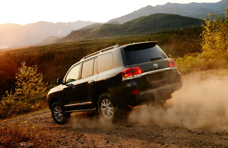 2016 Toyota Land Cruiser vs 2016 Lexus LX 570 Off-Road Features
