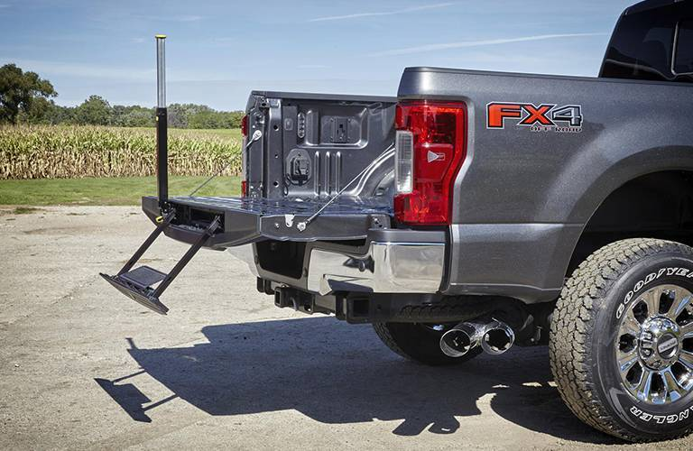 2017 Ford Super Duty tailgate with step