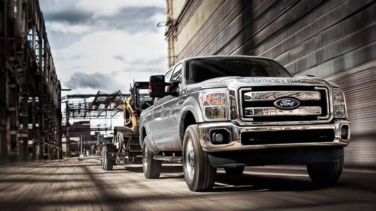 2015 Ford Super Duty F-250 towing machinery