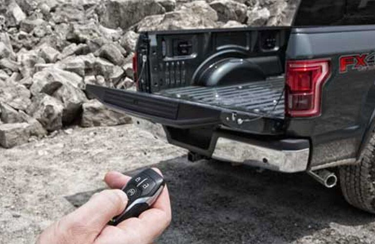 2016 Ford F-150 King Ranch remote unlocking tailgate