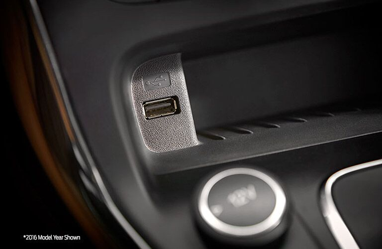 2017 Ford Focus RS USB port