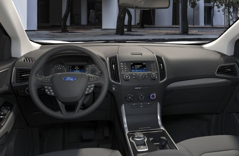 2019 Ford Edge SE dashboard and steering wheel