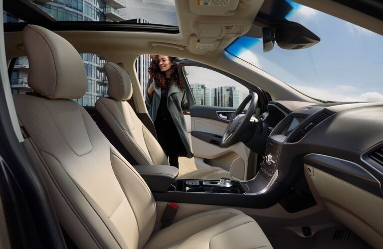 2020 Ford Edge front seats