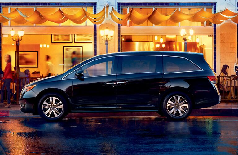 Honda Odyssey Side View of Exterior in Navy
