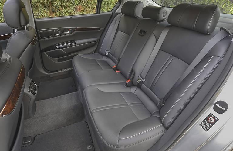 How many seats does the Kia K900 have?