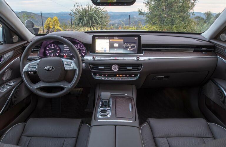 Steering wheel and dashboard in the 2019 Kia K900
