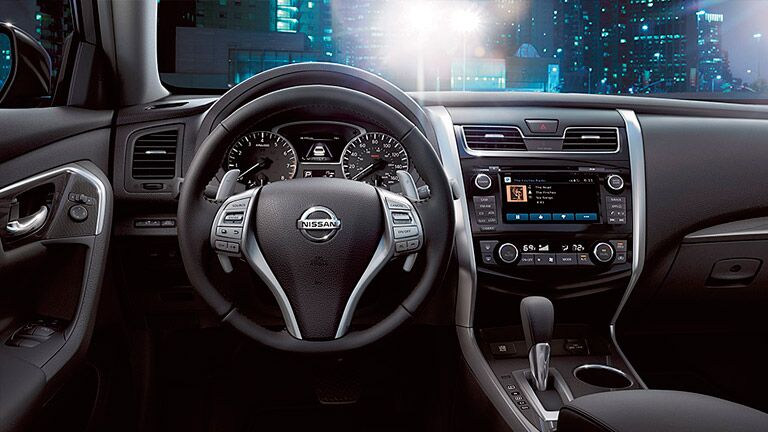 2015 Nissan Altima interior features technology