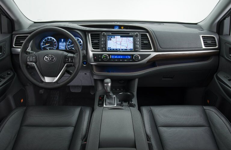 2016 Toyota Highlander interior features and technology