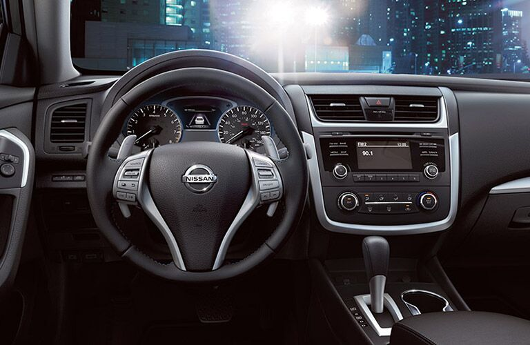 dash and technology of nissan altima