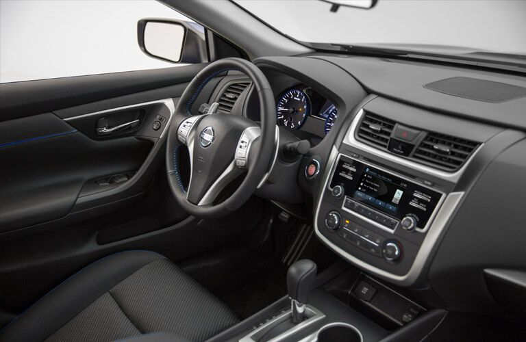 2016 Nissan Altima interior technology features