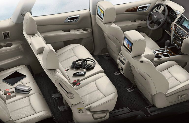 2016 Nissan Pathfinder interior seating and technology