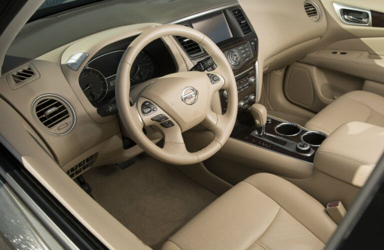 2016 Nissan Pathfinder interior features and technology