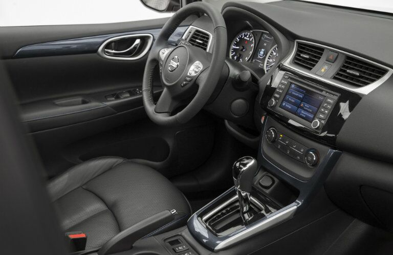 2016 Nissan Sentra interior features and technology
