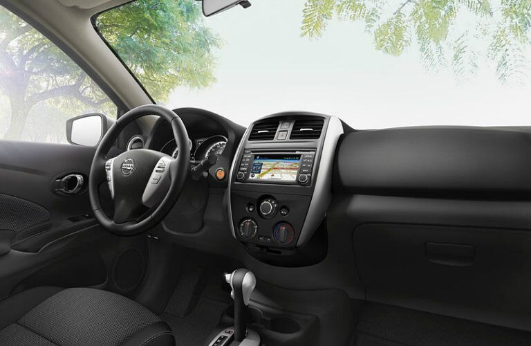 2016 Nissan Versa interior features and technology