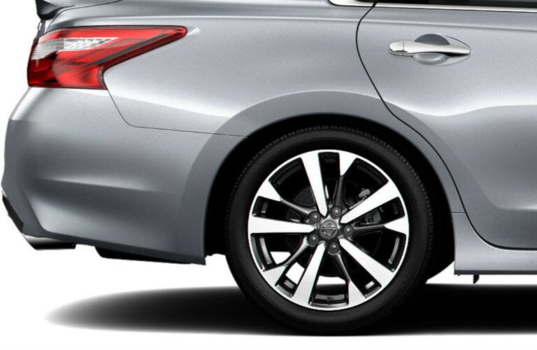 tires and wheels of nissan altima