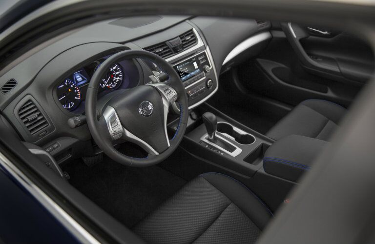 2016 Nissan Altima interior seating and features