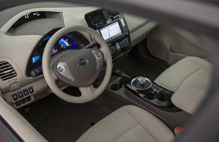 2016 nissan leaf interior technology and features