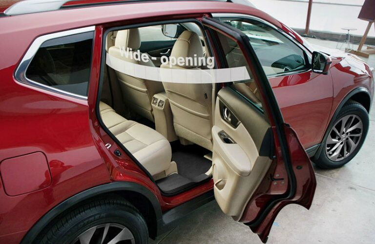 wide opening rear doors of nissan rogue