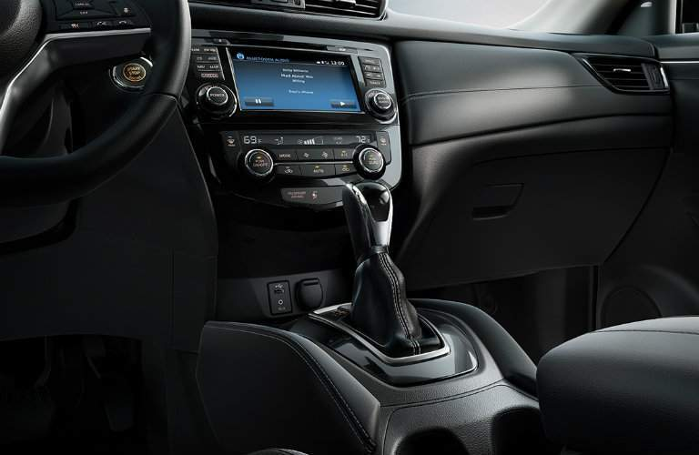2017.5 Nissan Rogue Available Infotainment