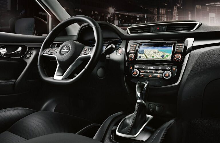 Steering wheel and infotainment system in the 2018 Nissan Rogue