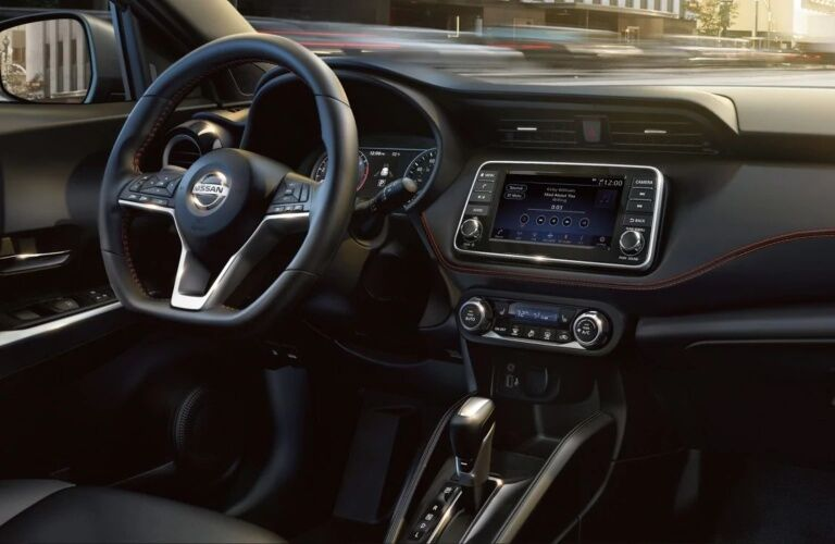 Steering wheel and infotainment system of the 2019 Nissan Kicks
