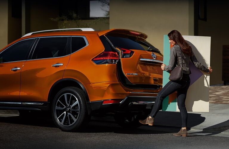 Woman using the hands-free liftgate on 2019 Nissan Rogue