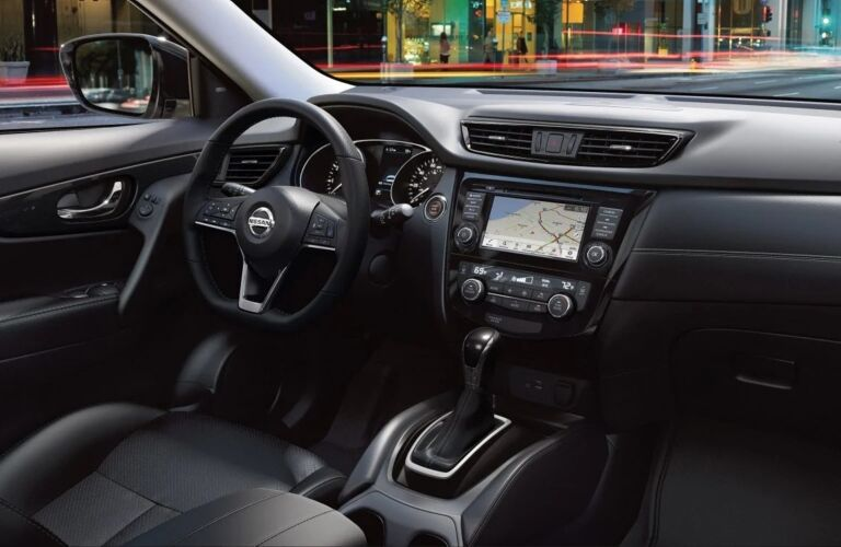 Steering wheel and dashboard in the 2019 Nissan Rogue