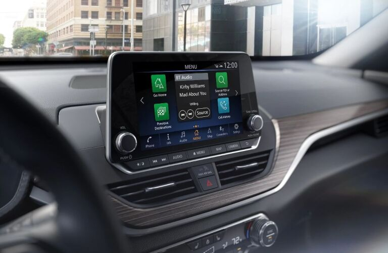 Infotainment system in the 2020 Nissan Altima SR
