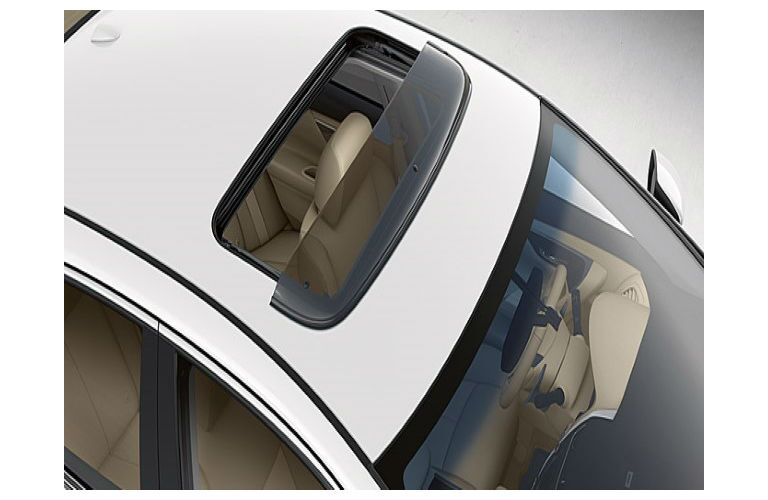 Nissan Moonroof Wind Deflector