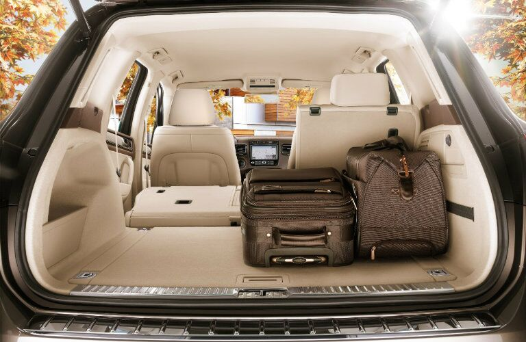 2017 Volkswagen Touareg interior features and cargo space