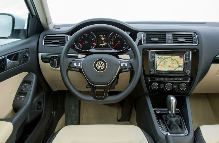 interior dash and technology of vw jetta